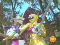 Yellow Ranger fights Jindrax